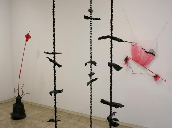 טל שושן, בוץ בעיניים, 2015, תערוכת יחיד בגלריה שלוש, תל אביב, מראה הצבה 7