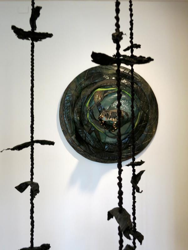 טל שושן, בוץ בעיניים, 2015, תערוכת יחיד בגלריה שלוש, תל אביב, פרט3