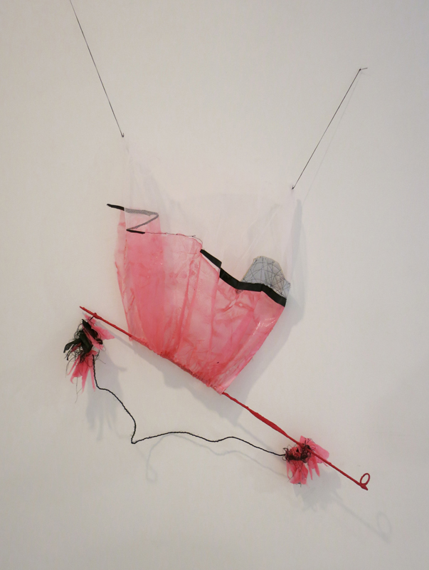 טל-שושן-בוץ-בעיניים-2015-תערוכת-יחיד-בגלריה-שלוש-תל-אביב-פרט-1